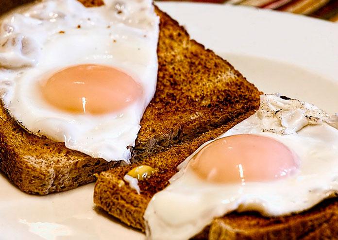 Receitas fáceis e saudáveis para substituir o pão no café da manhã